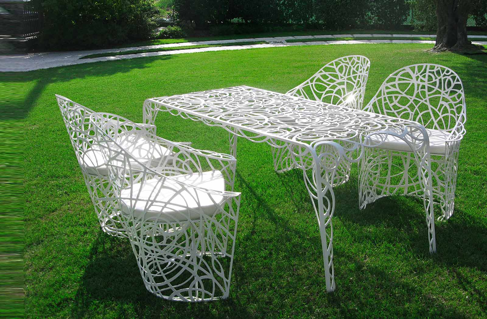 Amazing outdoor furniture radici by de castelli digsdigs Vintage metal garden furniture