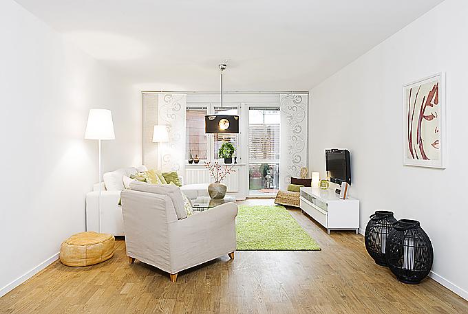 Apartment Interior Design That Combines Black And White