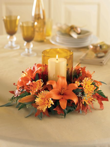 A Thanksgiving table doesn't have to be over the top to be beautiful. For example, this one is quite simple yet elegant.