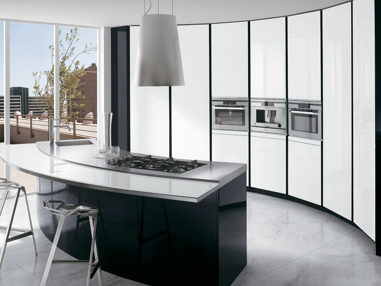 Black and white kitchen with curved island elektravetro for Black and white kitchens photos
