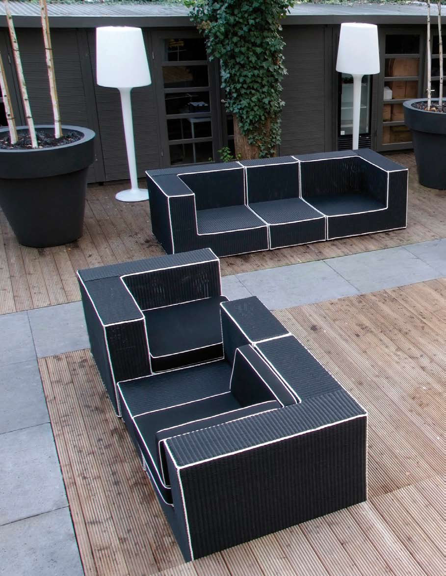 Black and white outdoor wicker furniture haute terasse for Outdoor wicker furniture