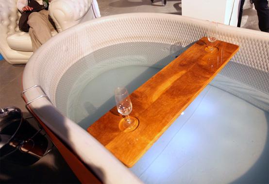 Blofeld Inflatable Bathtub