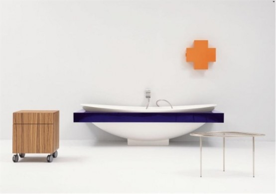 Ceramic Bathtub With Colorful Shelf – IO By Flaminia