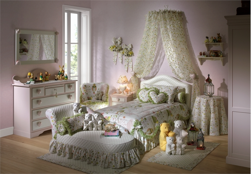 http://www.digsdigs.com/photos/Charming-Girls-Bedrooms-With-Hearts-Theme-Batticuore-By-Helley-5.jpg