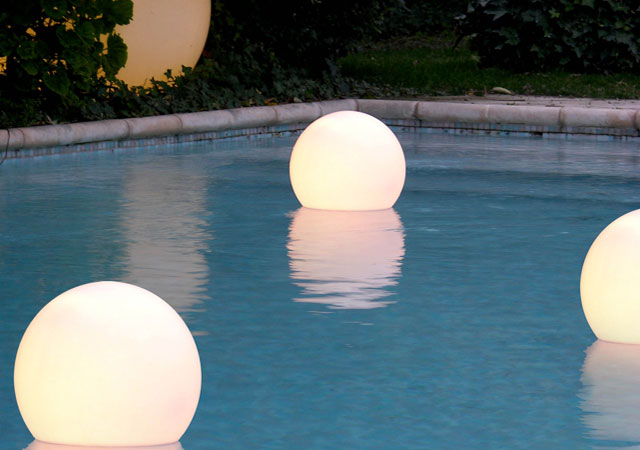 Charming Garden And Swimming Pool Lights By Slide | DigsDigs