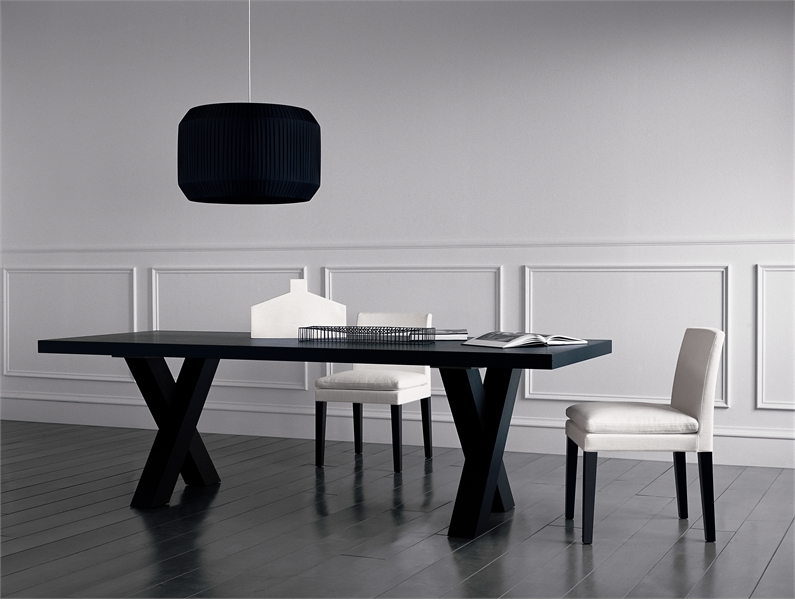 Elegant black dining table andrea by casamilano digsdigs for Large black dining room table