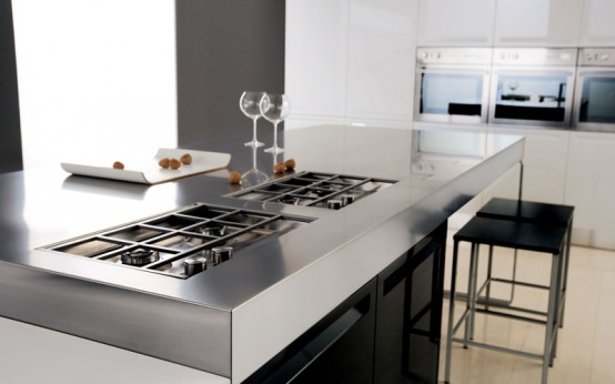 Glossy Black And White Kitchen – Diana By Futura Cucine