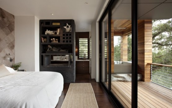 Contemporary-bedroom-furniture-in-white-and-wood