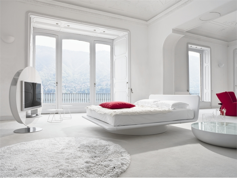 Leather bed for white bedroom design giotto by bonaldo for Bedroom cot designs