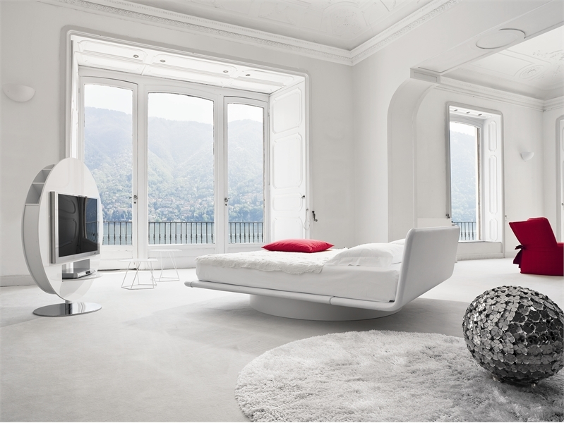 Leather bed for white bedroom design giotto by bonaldo for Bedroom ideas white bed