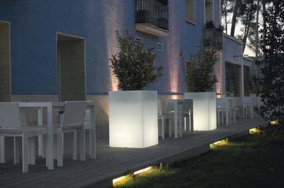 Outdoor Garden Pots with Built-In Lighting – Llum By Vondom