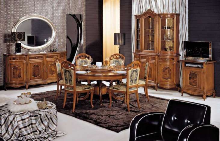 Luxury classic dining room furniture by modenese gastone for Classic dining room furniture