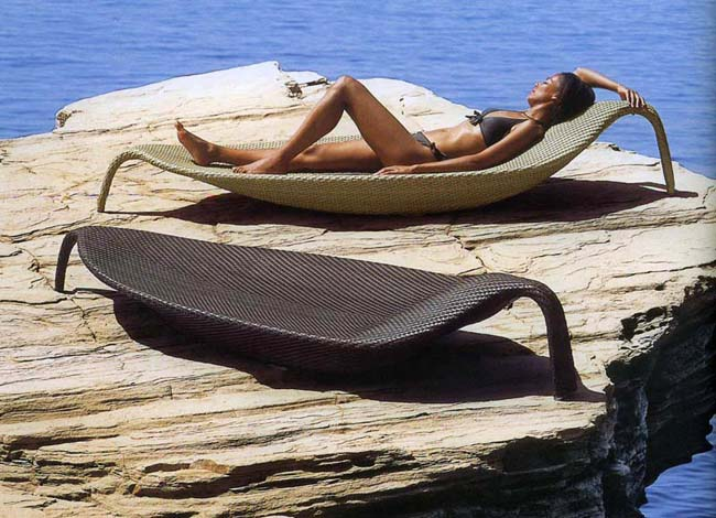 Outdoor Wicker Chaise Lounge – Leaf by Dedon