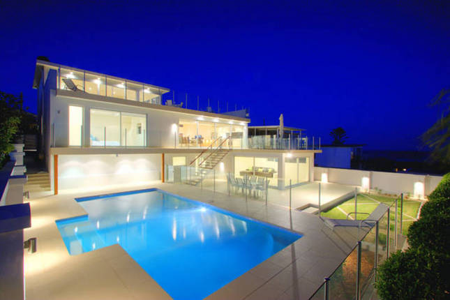 Ultra modern house with 3 levels and ocean views from for Ultra modern house plans for sale