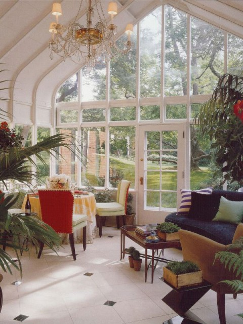 A garden sunroom that brings outdoors in