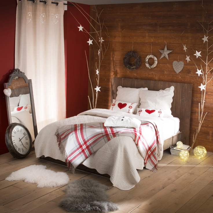 32 adorable christmas bedroom d cor ideas digsdigs for Christmas decorations for home interior