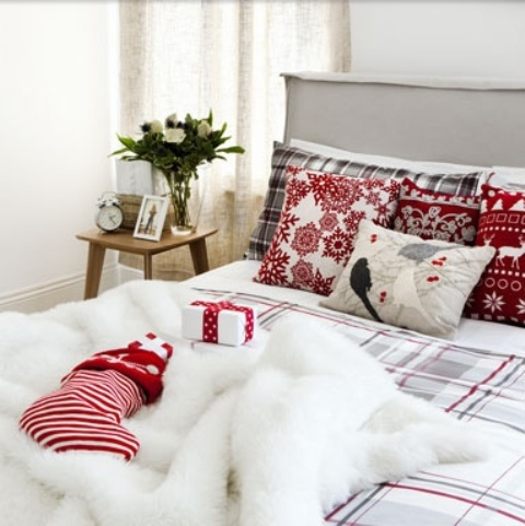 32 adorable christmas bedroom dcor ideas - Christmas Bedroom Decor Ideas