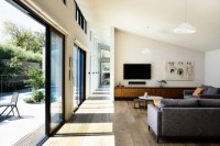 adorable-modern-house-with-a-central-courtyard-8