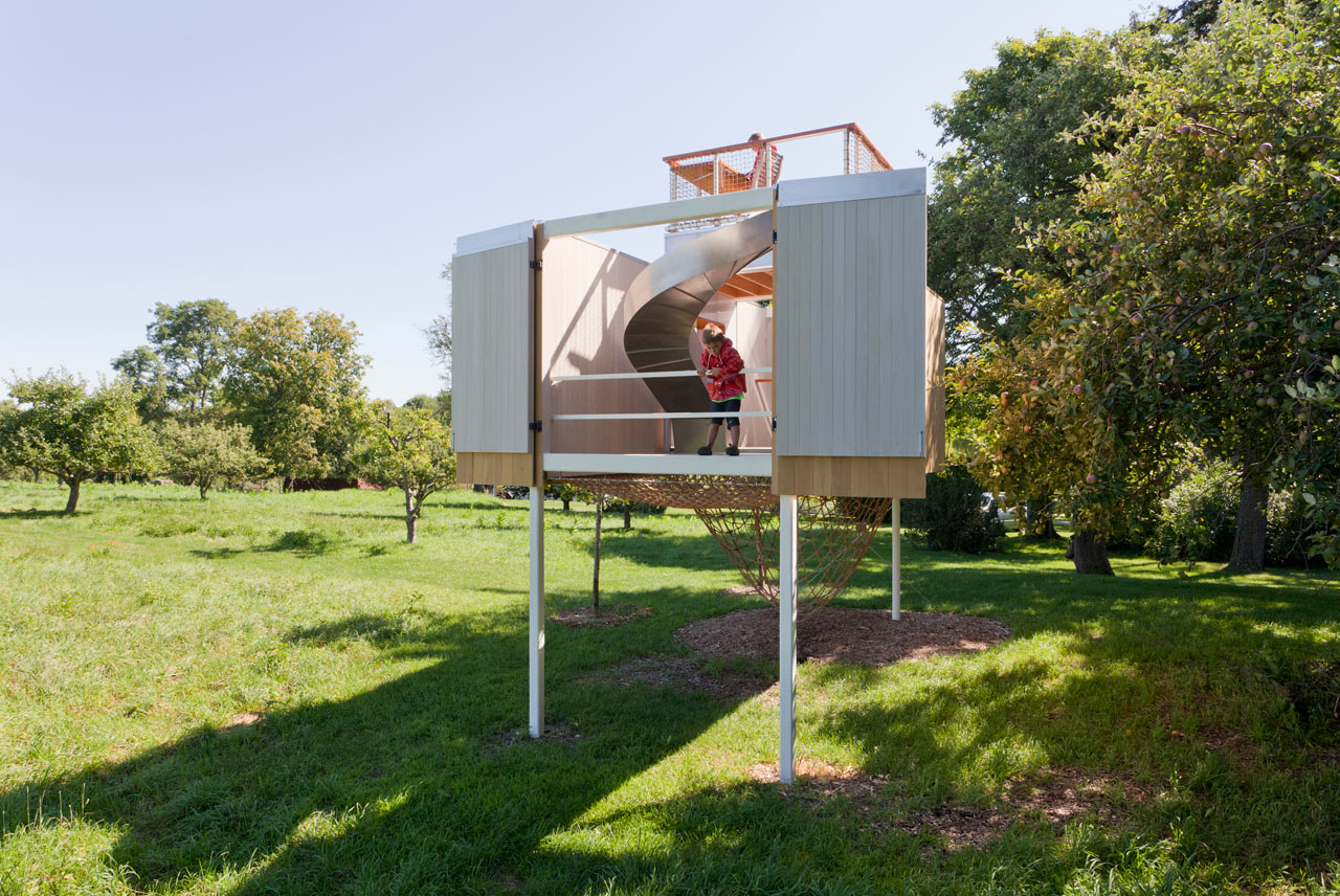 Adorable Modern Kids' Treehouse With Two Levels