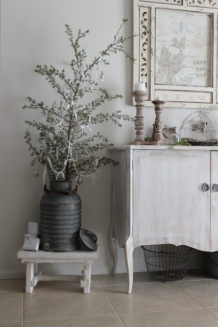 Adorable White Washed Furniture Pieces For Shabby Chic