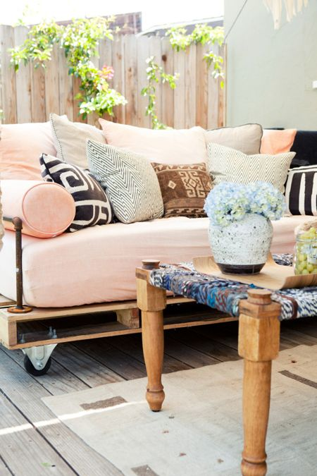 Affectionate Peach Accents In Home Decor