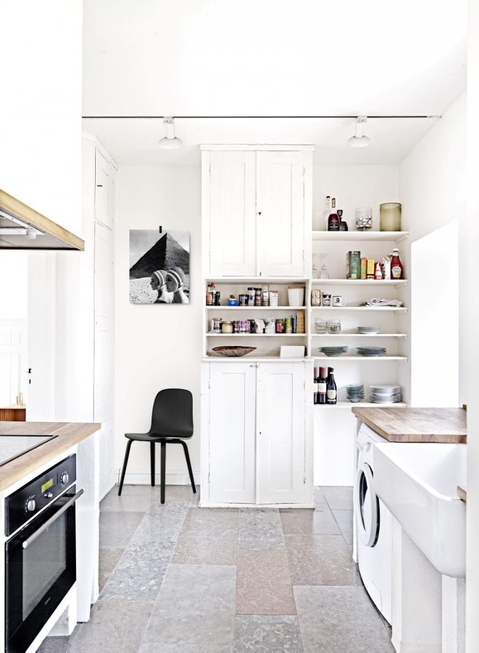 Airy Minimalist House Full Of Vintage Finds And Greenery