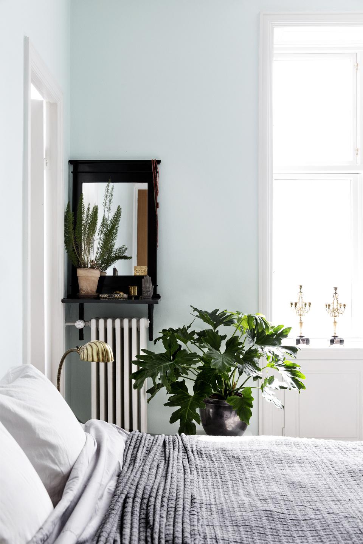 airy scandinavian and mid century modern apartment digsdigs