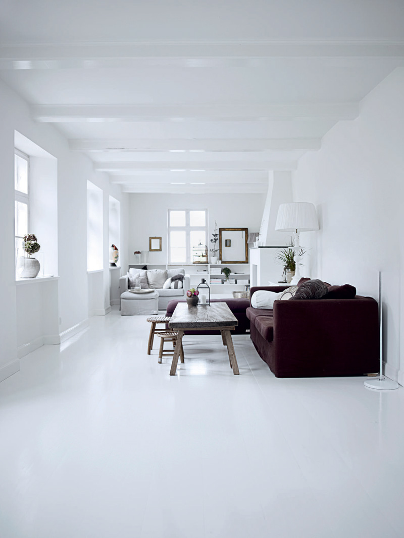 All white interior design of the homewares designer home for Decoration maison en blanc