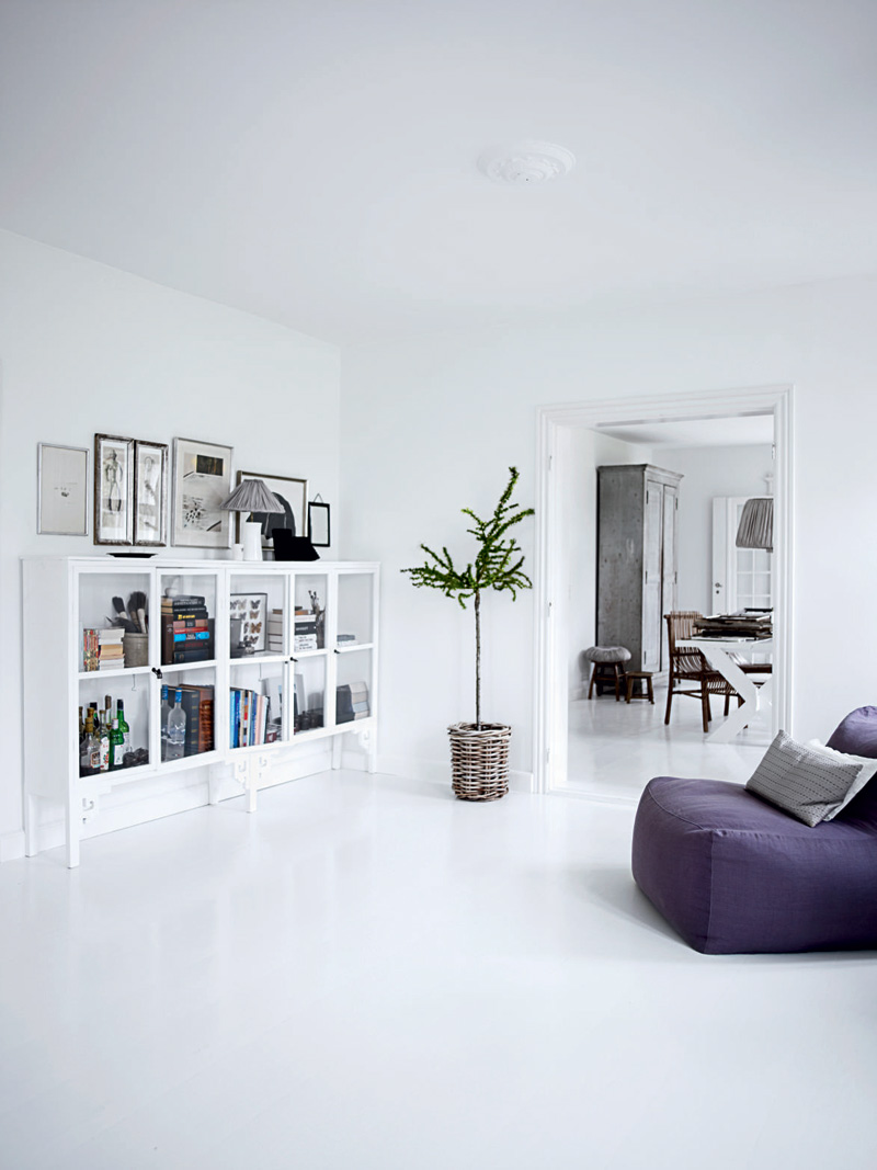 All white interior design of the homewares designer home for Decorating a house