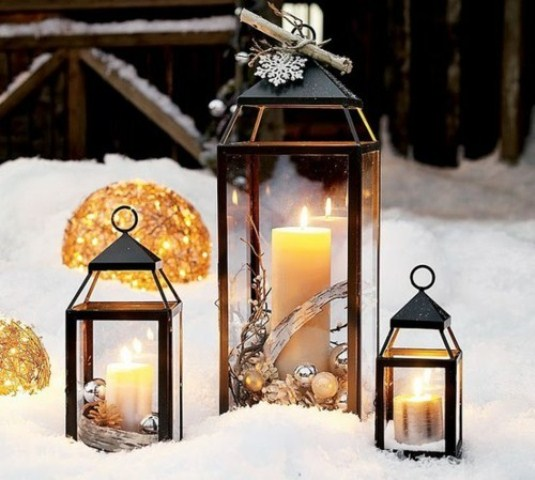 65 amazing christmas lanterns for indoors and outdoors for Lanterne deco exterieur