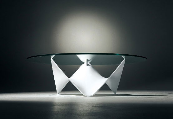 Amazing Glass Top Coffee Table – Stingray by Draenert