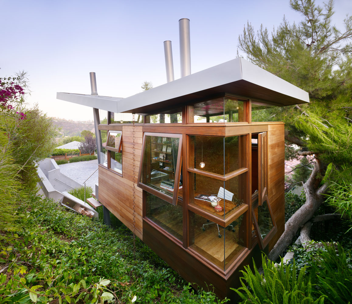 Amazing office and recreational getaway in the backyard for Amazing small houses
