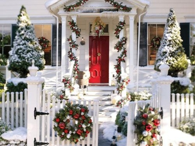50 amazing outdoor christmas decorations digsdigs Traditional outdoor christmas decorations