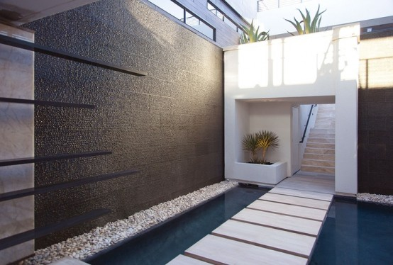 49 Amazing Outdoor Water Walls For Your Backyard DigsDigs