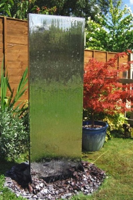 49 Amazing Outdoor Water Walls For Your Backyard - DigsDigs on Backyard Feature Walls id=57553