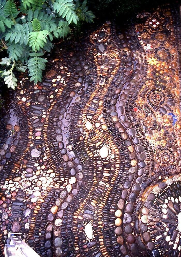 32 amazing pebble garden paths digsdigs for Garden mosaics designs