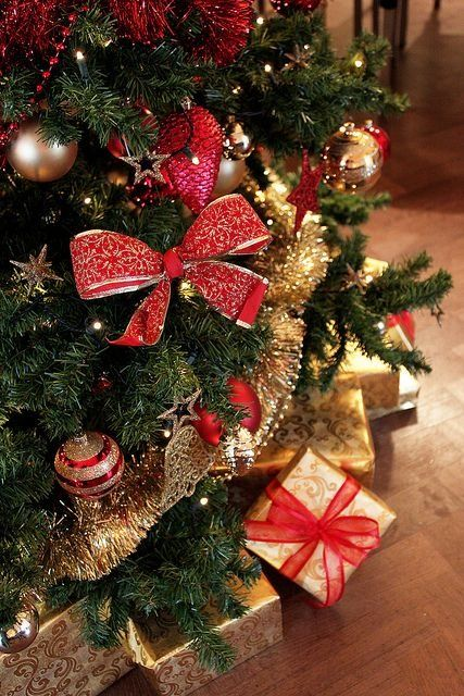 32 amazing red and gold christmas dcor ideas - Red And Gold Christmas Tree Decoration Ideas
