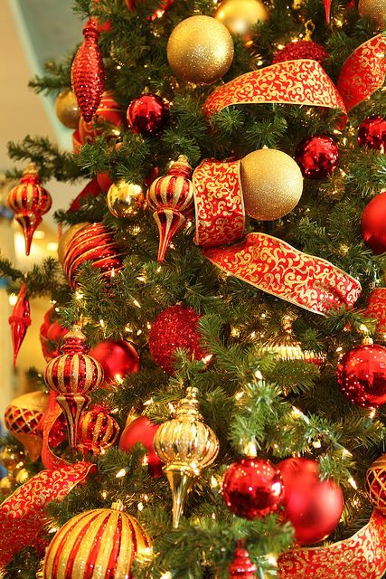 32 amazing red and gold christmas d cor ideas digsdigs