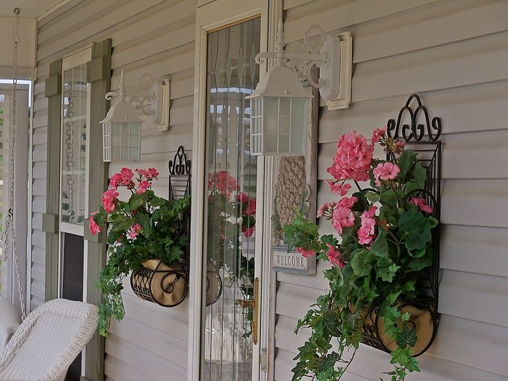 How to spruce up your porch for spring 31 ideas digsdigs for Decoration porte patio