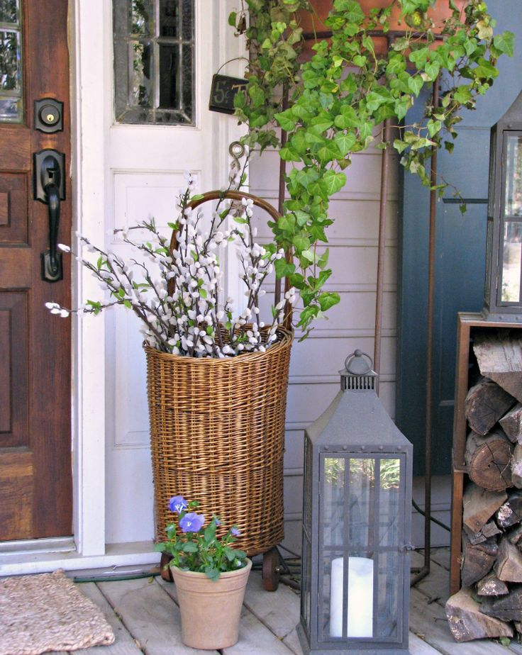 How to spruce up your porch for spring 31 ideas digsdigs for Small front porch decorating ideas