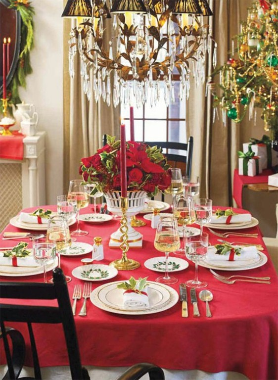 45 amazing christmas table decorations digsdigs for Ideas to decorate dining room table for christmas