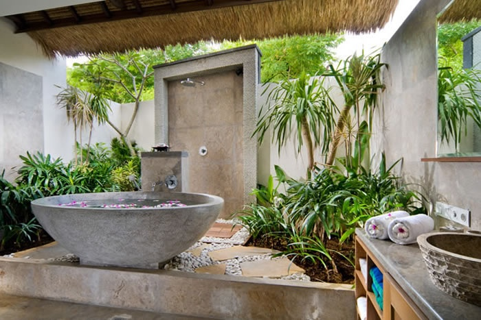 42 amazing tropical bathroom d cor ideas digsdigs for Bathroom designs outside
