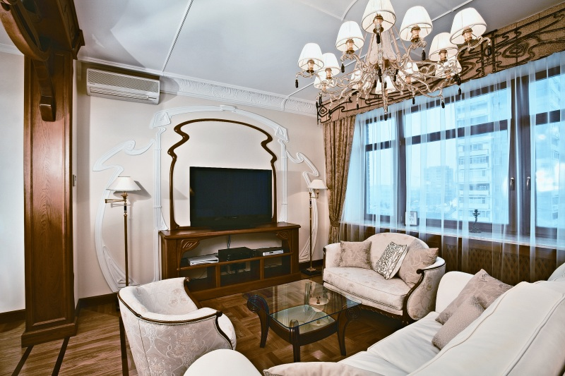Moscow Apartment Designed in Art Nouveau Style With Floral Ornament All Around