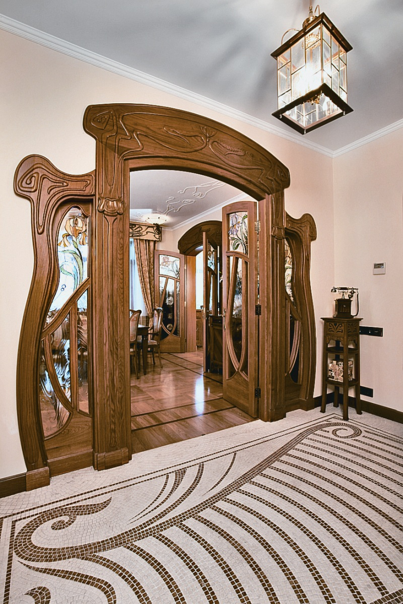 Moscow Apartment Designed in Art Nouveau Style With Floral