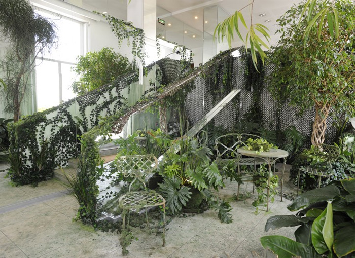 Crazy apartment interior design of fashion designer digsdigs for Jungle living room ideas
