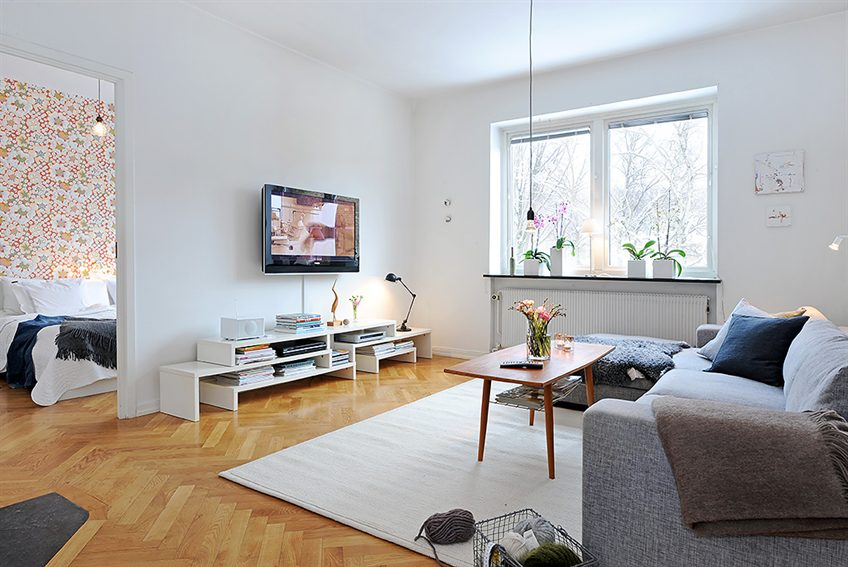 Apartment with a real fireplace in the living room digsdigs for Minimalist apartment living room
