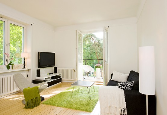 Apartment With Light Wood Floors Painted White Walls Digsdigs