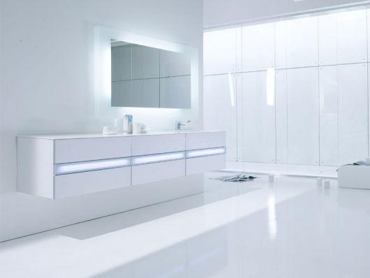 Clean White Minimalist Bathroom by Arlexitalia