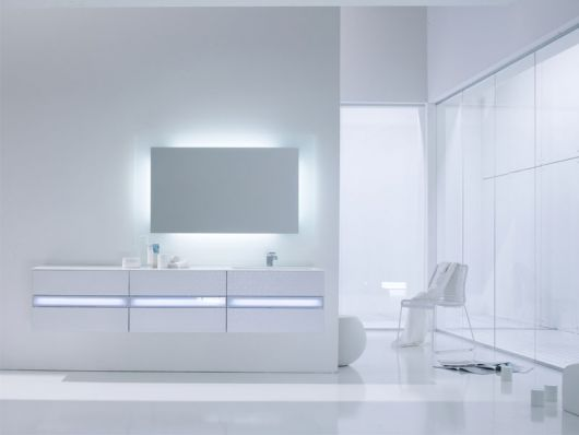 Clean White Minimalist Bathroom by Arlexitalia
