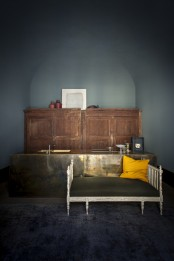 atmospheric-milan-home-full-of-unique-furniture-4